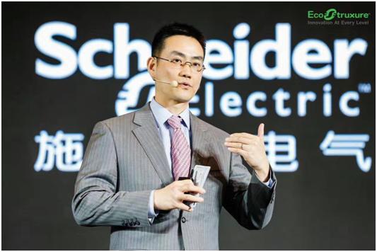 施耐德电气全球高级副总裁、IT业务部大中华区负责人丁伟庆发表演讲.png