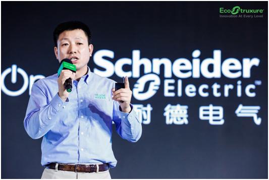 施耐德电气IT业务部产品市场部总监郑浩发表演讲.png