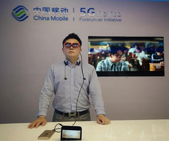 """先行始终有我,智者永不缺席。""""5G终端先行者计划""""5G业务首发体验.v4815.png"""
